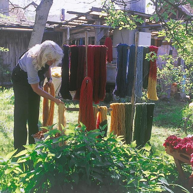 Arbeiten mit Wollsträngen in der Färberei